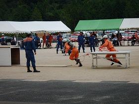 ほふく救出 要救助者の救助に向かう様子