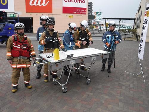 小野田消防署指揮隊が現場指揮本部を設置した様子