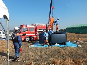 【写真】要救助者の救出訓練の様子