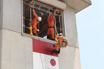 施設見学で救助隊員が訓練を実施している様子