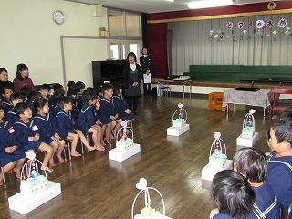 【写真】山陽小野田市立日の出保育園での伝達式の様子4