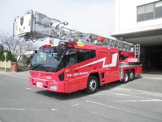 【写真】宇部中央消防署のはしご車