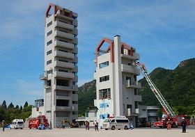 倒壊建物救出訓練の様子