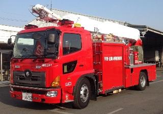 【写真】小野田消防署の大型化学高所放水車