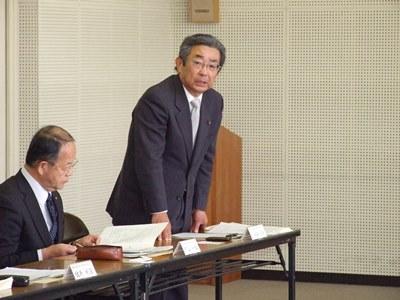 【写真】富士山南東消防組合議会の議長があいさつしている様子