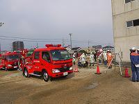 消防団員が水利部署活動をしている様子