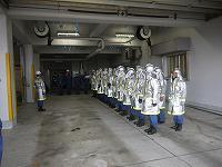 消防団員が訓練終了の申告をしている様子