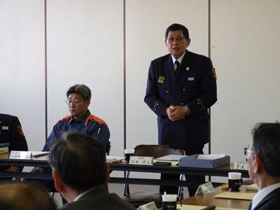 【写真】宇部・山陽小野田消防組合の消防長があいさつしている様子