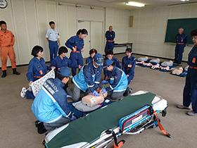【写真】消防隊員による模擬訓練